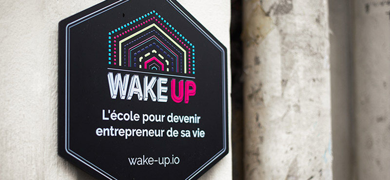 Photo plaque d'entrée - Lieu WAKE UP